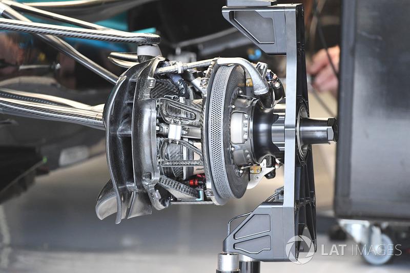 Передні гальма та кріплення колеса Mercedes-Benz F1 W08 Hybrid