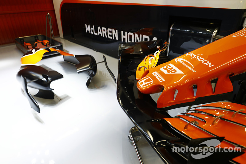 В прошлом году McLaren мучилась на тестах с постоянными отказами мотора Honda...