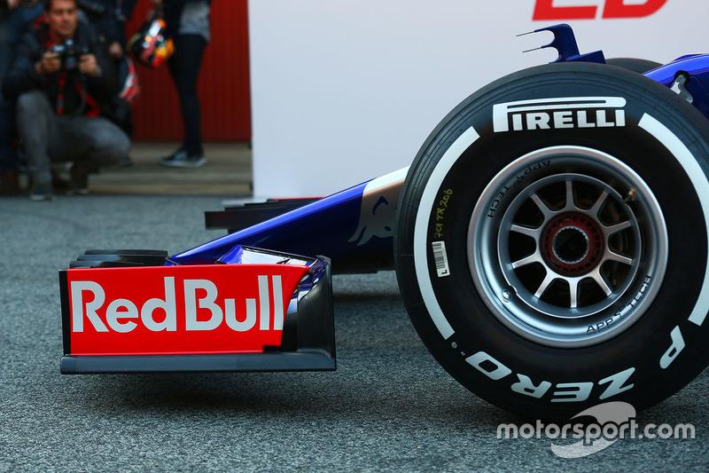 Scuderia Toro Rosso STR12 front wing detail