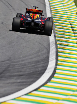 Daniel Ricciardo (AUS) Red Bull Racing RB12. 11.11.2016. Formula 1 World Championship, Rd 20, Brazilian Grand Prix, Sao Paulo, Brazil, Practice Day. - www.xpbimages.com, EMail: requests@xpbimages.com - copy of publication required for printed pictures. Eve