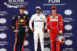Обладатель поула Льюис Хэмилтон, Mercedes AMG F1, второе место – Кими Райкконен, Ferrari, третье место – Макс Ферстаппен, Red Bull Racing