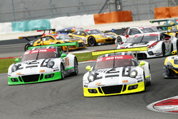 Start action with #911 Manthey Racing Porsche 911 GT3R: Earl Bamber, Nick Tandy, Patrick Pilet and #912 Manthey Racing Porsche 911 GT3R: Frédéric Makowiecki, Richard Lietz, Michael Christensen