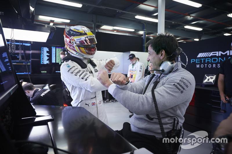 Lewis Hamilton, Mercedes AMG, mit Toto Wolff, Sportchef, Mercedes AMG