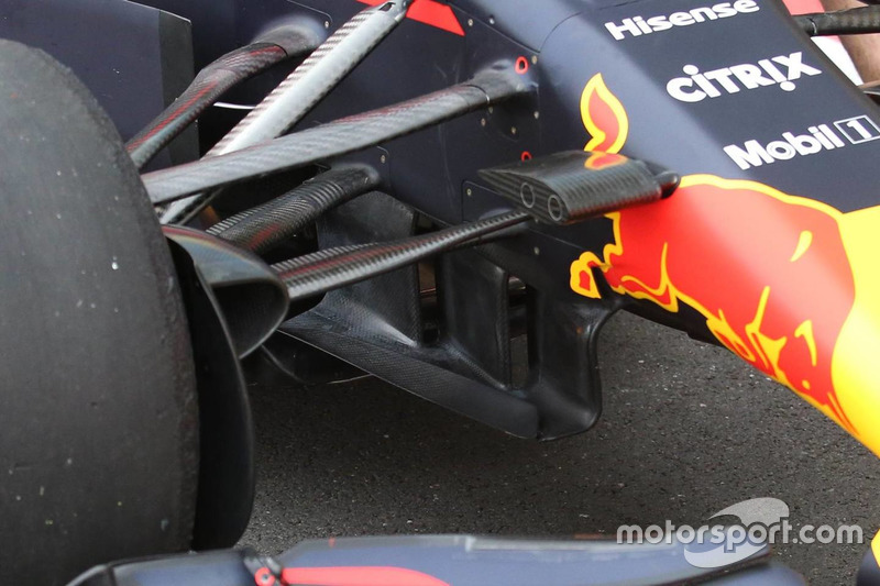 Red Bull Racing RB13, paletas volteadas