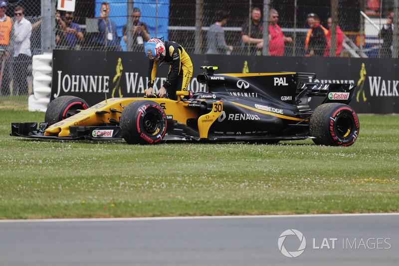Jolyon Palmer, Renault Sport F1 Team, esce dalla sua monoposto dopo il ritiro