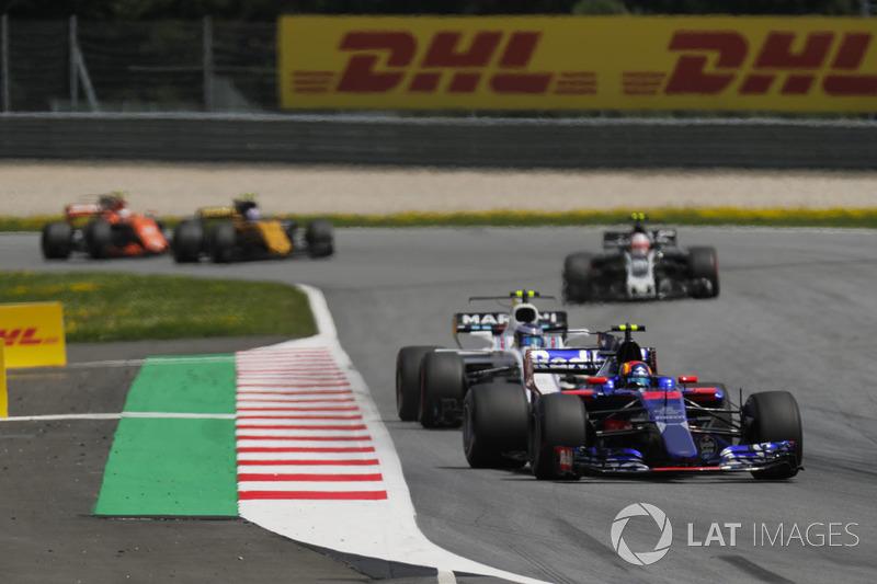 Carlos Sainz Jr., Scuderia Toro Rosso STR12, Lance Stroll, Williams FW40