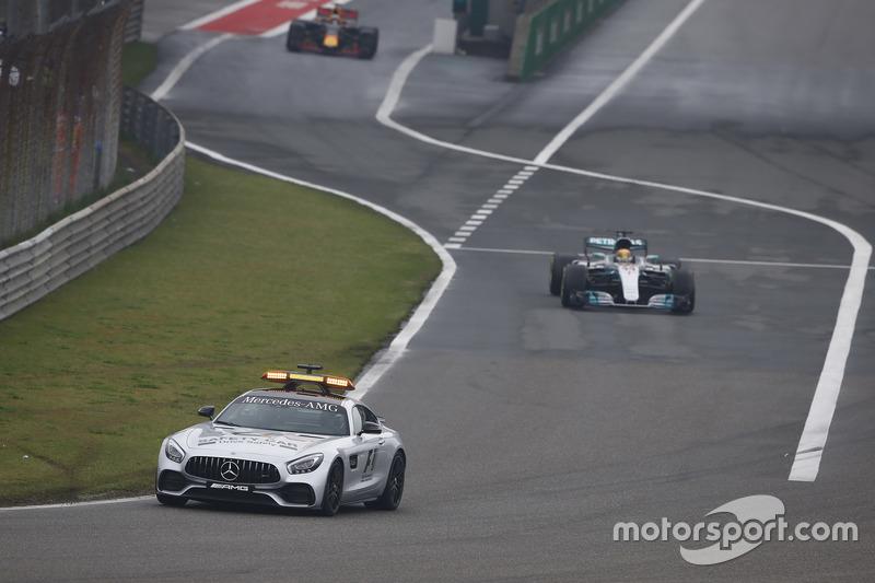 Safety-Car vor Lewis Hamilton, Mercedes AMG F1 W08