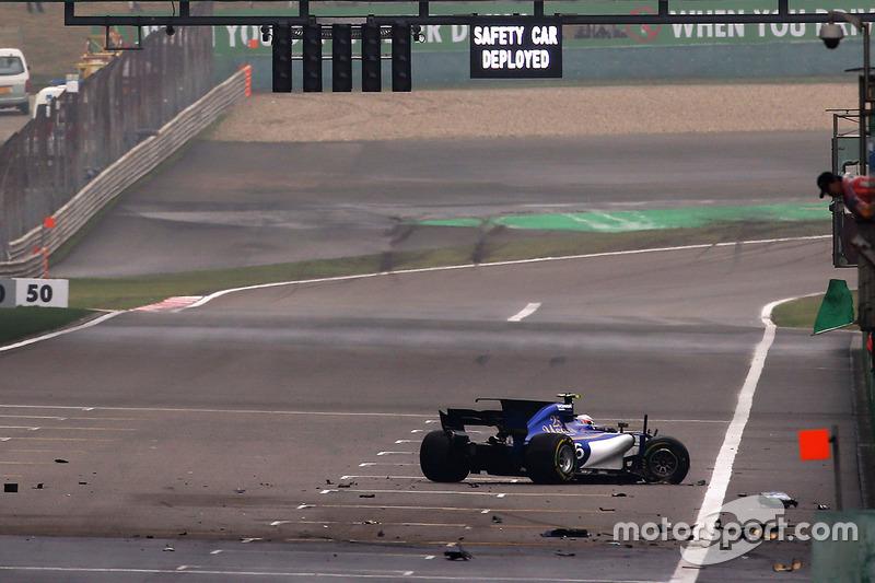 Unfall: Antonio Giovinazzi, Sauber C36