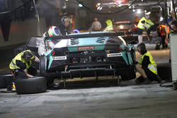 Pit stop #21 Konrad Motorsport Lamborghini Huracan GT3: Marc Basseng, Marco Mapelli, Jules Gounon, Luca Stolz, Franz Konrad