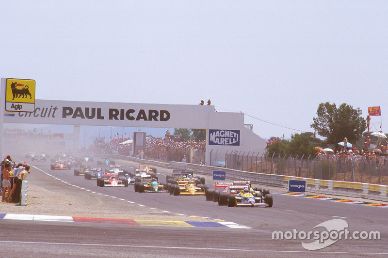 Nigel Mansell, Williams FW11B Honda, leads Alain Prost, McLaren MP4/3 TAG Porsche, Nelson Piquet, Wi
