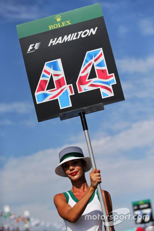 Gridgirl von Lewis Hamilton, Mercedes AMG F1, W08