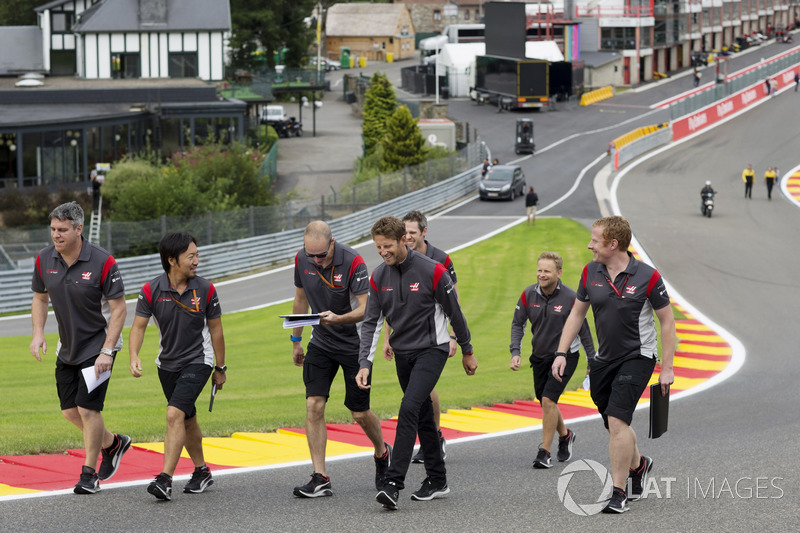 Romain Grosjean, Haas F1 Team, walks the track with the team