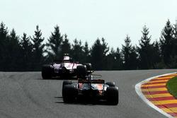 Стоффель Вандорн, McLaren MCL32, Естебан Окон, Sahara Force India VJM10