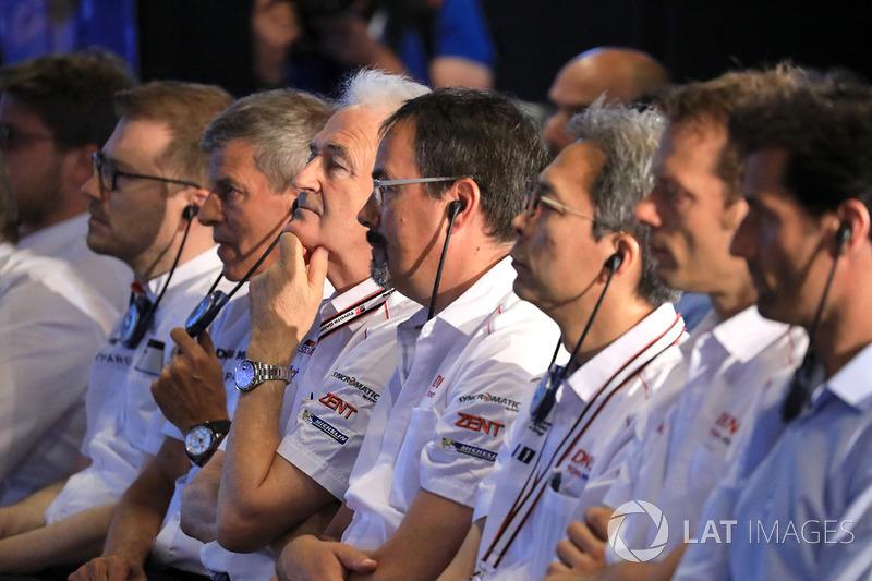 Huges de Chaunac, Toyota Gazoo Racing mit Mitgliedern von Toyota Gazoo Racing