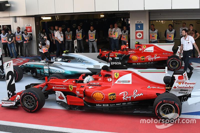 Sebastian Vettel, Ferrari SF70H, Valtteri Bottas, Mercedes AMG F1 F1 W08, Kimi Raikkonen, Ferrari SF70H