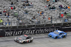 Kevin Harvick, Stewart-Haas Racing Ford, Kyle Larson, Chip Ganassi Racing Chevrolet