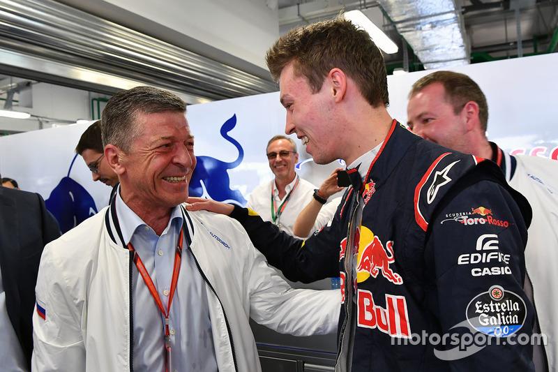 Dmitry Kozak, Deputy Prime Minister of the Russian Federation  and Daniil Kvyat, Scuderia Toro Rosso in the garage