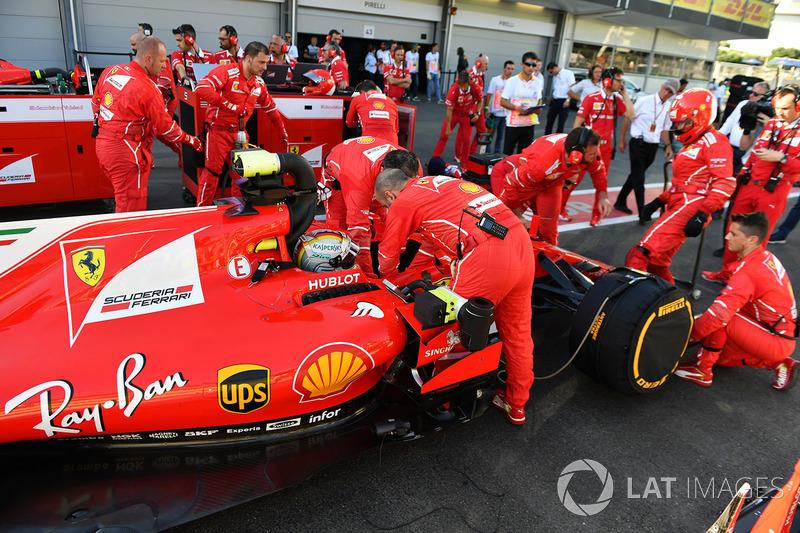 Sebastian Vettel, Ferrari SF70H urante el período de bandera roja