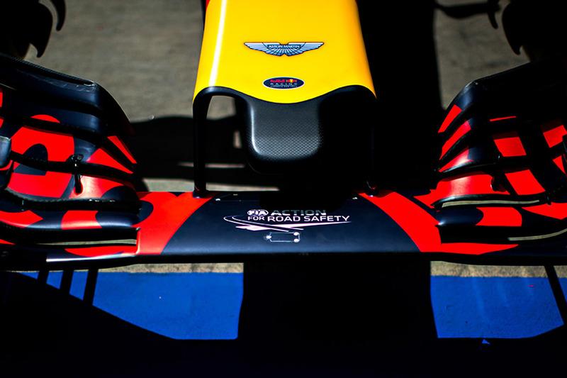 Logo von Aston Martin am Red Bull Racing RB12