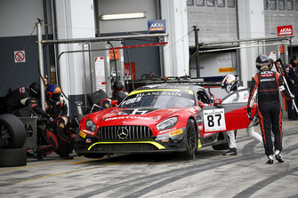 Pit stop, #87 Akka ASP Team Mercedes-AMG GT3: Nicolas Jamin, Denis Bulatov