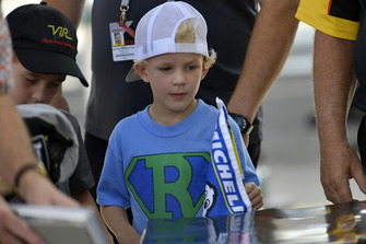 Young fan waits for autograph, atmosphere,