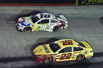 Kyle Busch, Joe Gibbs Racing, Toyota Camry M&M's White Chocolate, Joey Logano, Team Penske, Ford Fusion Shell Pennzoil