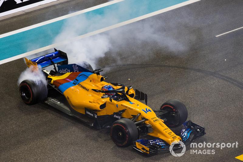 Fernando Alonso, McLaren MCL33, esegue dei donut, sulla griglia di partenza, alla fine della gara