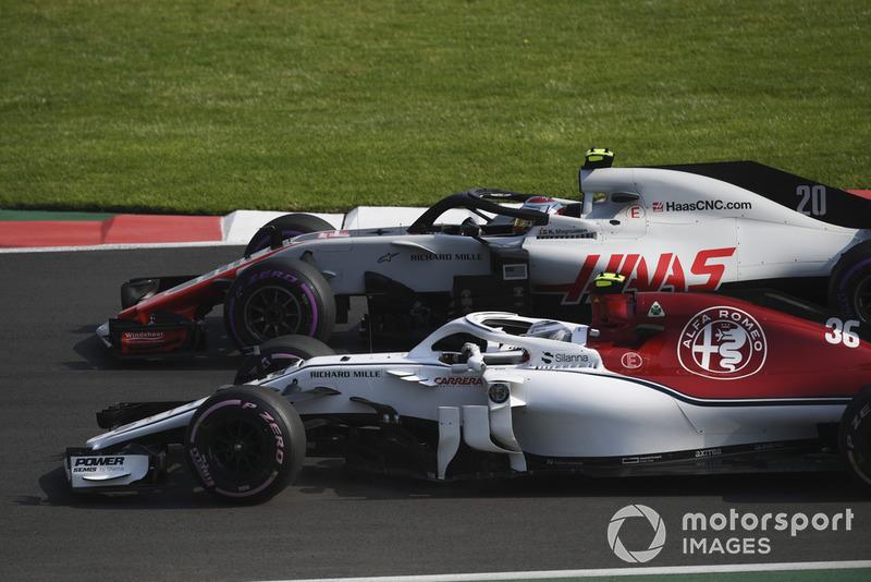 Antonio Giovinazzi, Sauber C37 et Kevin Magnussen, Haas F1 Team VF-18