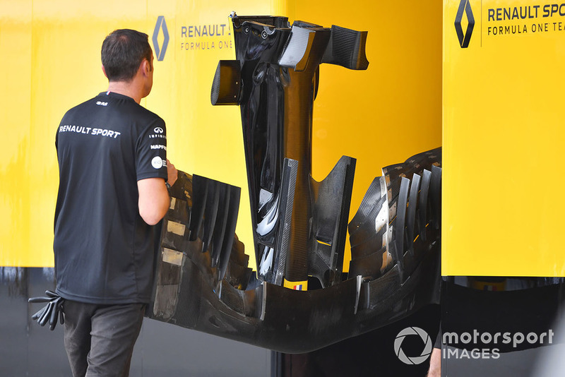 Renault Sport F1 Team mechanics with Renault Sport F1 Team R.S. 18 nose and front wing