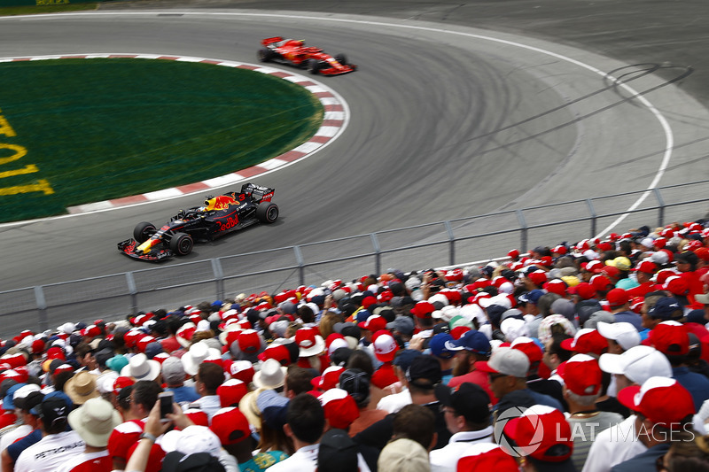Daniel Ricciardo, Red Bull Racing RB14, precede Kimi Raikkonen, Ferrari SF71H