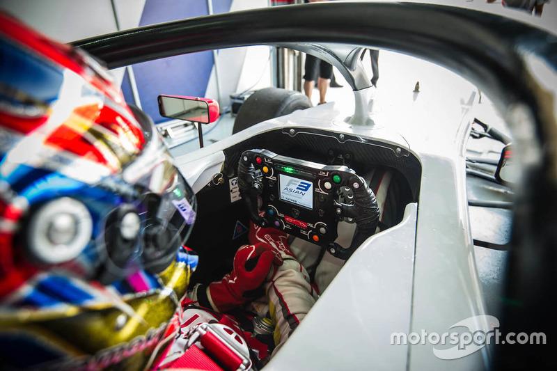 Kokpit F3 Asia