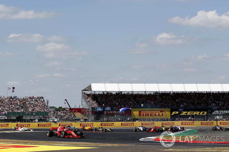 Sebastian Vettel, Ferrari SF71H, Lewis Hamilton, Mercedes-AMG F1 W09