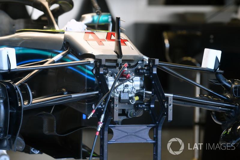 Mercedes-AMG F1 W09, dettaglio della sospensione anteriore