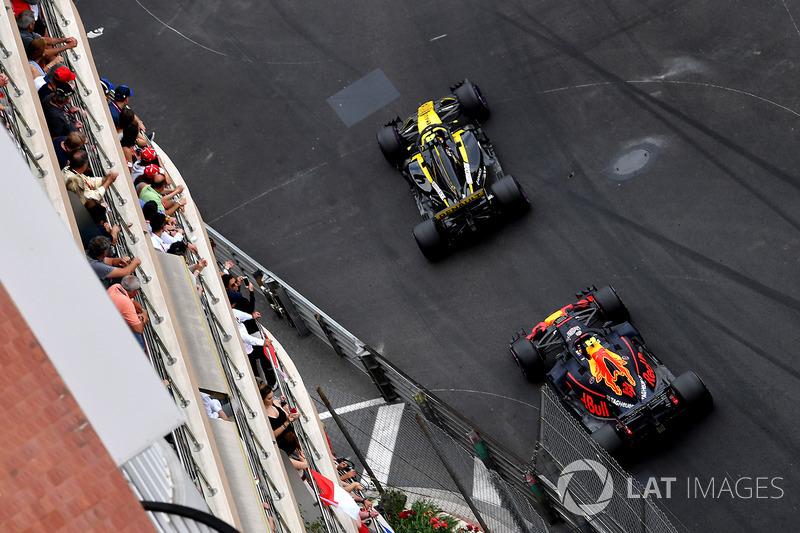 Carlos Sainz Jr., Renault Sport F1 Team R.S. 18 ve Max Verstappen, Red Bull Racing RB14