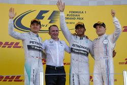 Nico Rosberg, Mercedes AMG F1, Paddy Lowe, Mercedes AMG F1, le vainqueur Lewis Hamilton, Mercedes AMG F1 et Valtteri Bottas, Williams sur le podium