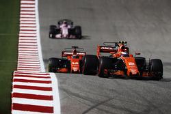 Stoffel Vandoorne, McLaren MCL32, Fernando Alonso, McLaren MCL32, Sergio Perez, Sahara Force India F1 VJM10
