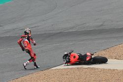 Chaz Davies, Aruba.it Racing-Ducati SBK Team après sa chute