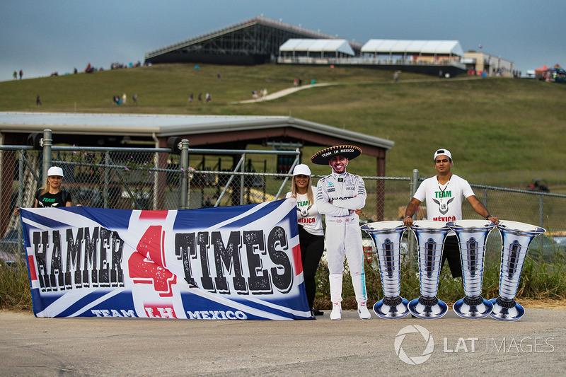Lewis Hamilton, Mercedes AMG F1 fans y banners