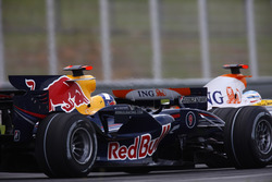Fernando Alonso, Renault F1 Team R28 y David Coulthard, Red Bull Racing RB4