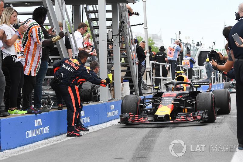 Max Verstappen, Red Bull Racing RB14 arrive dans le Parc Fermé