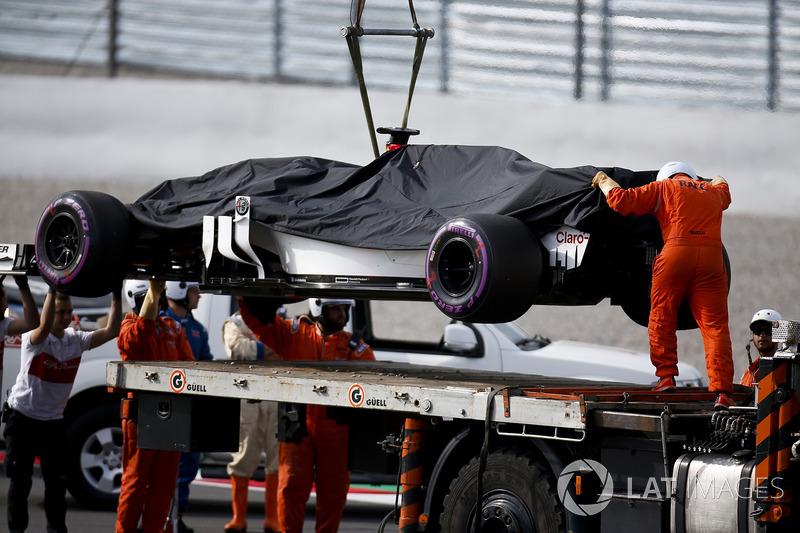 Antonio Giovinazzi, Sauber C37 detenido en pista