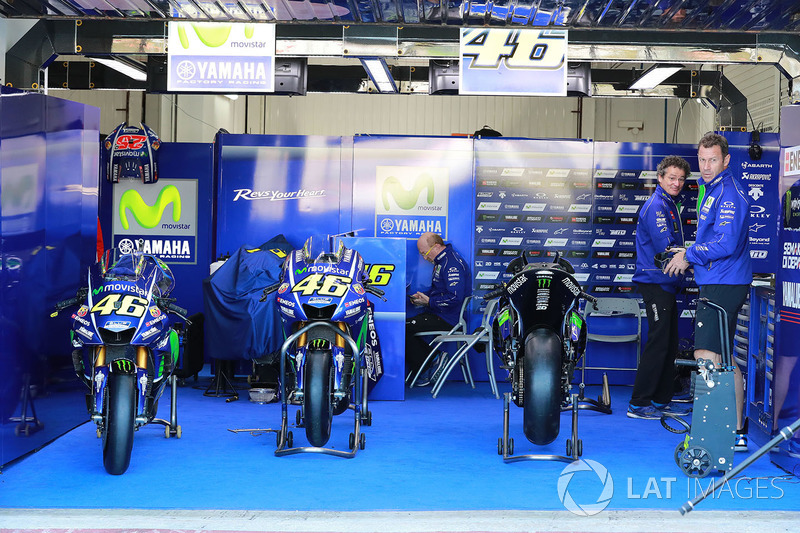 Valentino Rossi, Yamaha Factory Racing motos