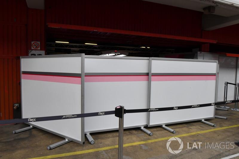 Sahara Force India F1 garage screens