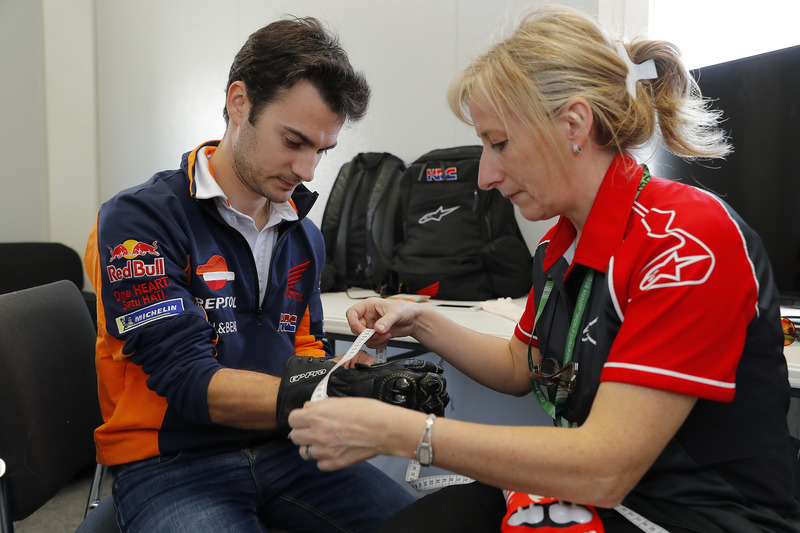 Dani Pedrosa, Repsol Honda Team with gloves