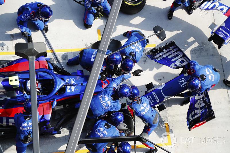 Пит-стоп после столкновения: Пьер Гасли, Scuderia Toro Rosso STR13