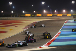 Lewis Hamilton, Mercedes AMG F1 W09, leads Brendon Hartley, Toro Rosso STR13 Honda, Max Verstappen, Red Bull Racing RB14 Tag Heuer, Carlos Sainz Jr., Renault Sport F1 Team R.S. 18, Marcus Ericsson, Sauber C37 Ferrari, and the remainder of the field at the start