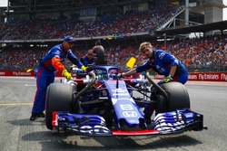 Brendon Hartley, Toro Rosso STR13, arrive sur la grille