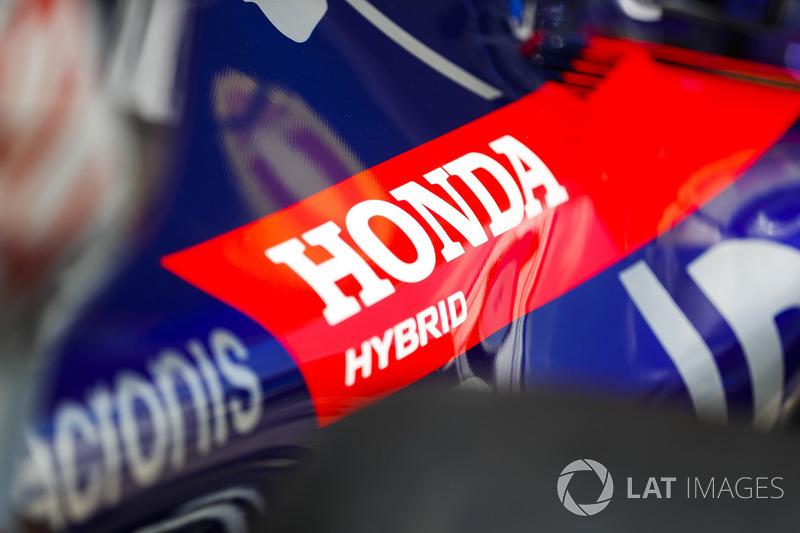 Le logo Honda sur la carrosserie Toro Rosso
