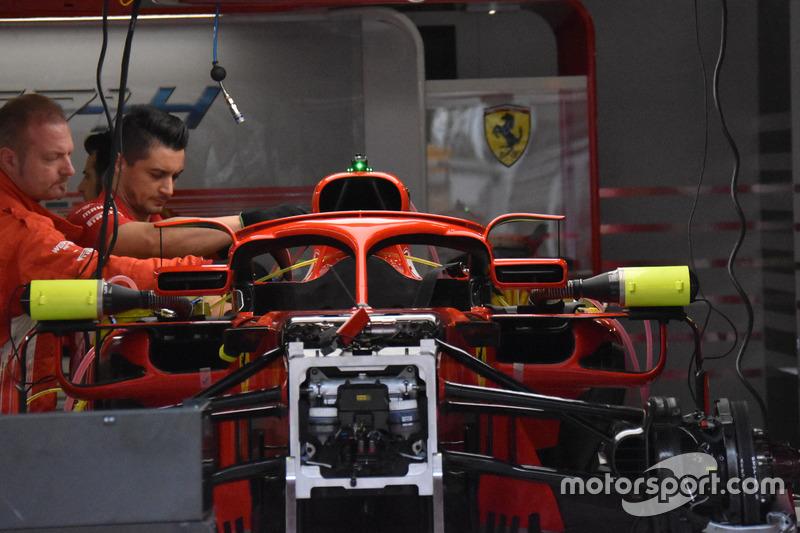 Detail bagian depan dan kaca spion Ferrari SF71H