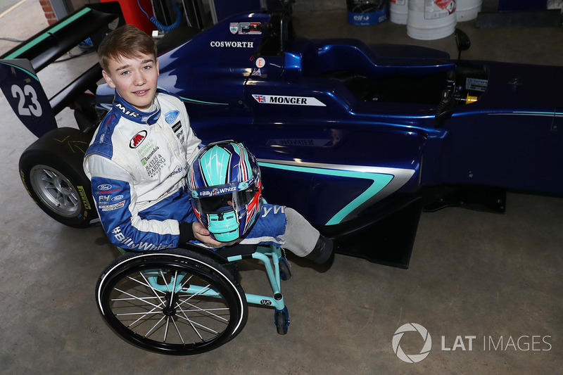 Billy Monger fa il suo ritorno in una monoposto testando una Carlin MSV Formula 3